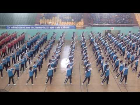 Đồng diễn dân vũ Việt Nam ơi - Nối vòng tay lớn (Trường THCS Ngô Quyền)