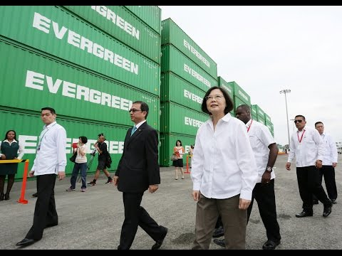 President Tsai visits Evergreen Group's Colon Container Terminal in Panama