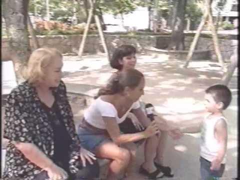 Renata Fronzi apresenta seu bisneto Cacau