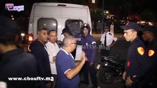 لحظة اعتقال فتيات وشبان من قلب مقهى الشيشا وسط سخرية كبيرة من سكان الحي | خارج البلاطو