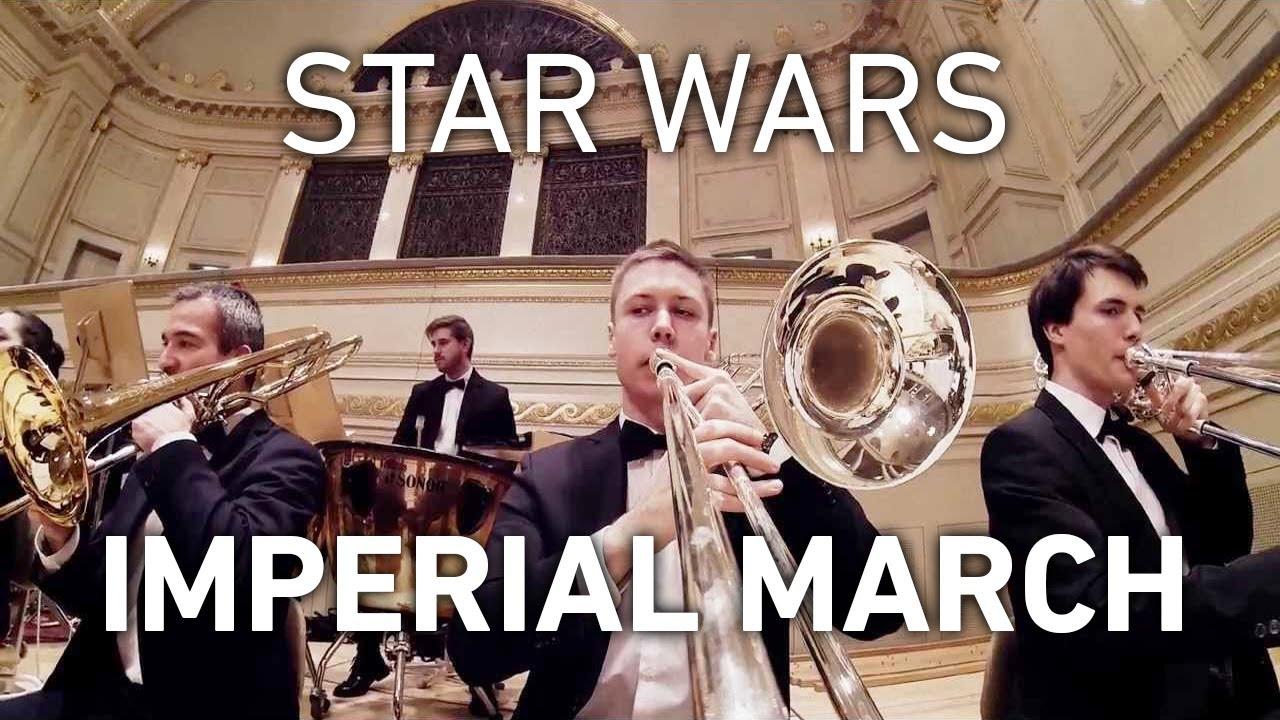 Une GoPro sur un trombone pour la marche de l'empereur