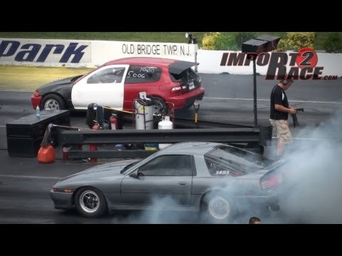Supra vs Civic 10sec race (BurnOUT)