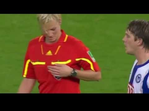 lawak pemain bola pegang tetek referee