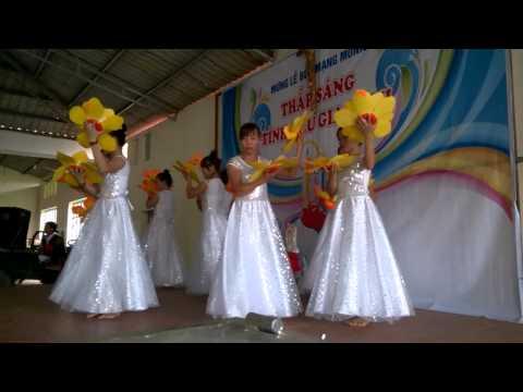 Múa bài Gia dình nhỏ hạnh phúc to khu 3 GX Đông Sơn.