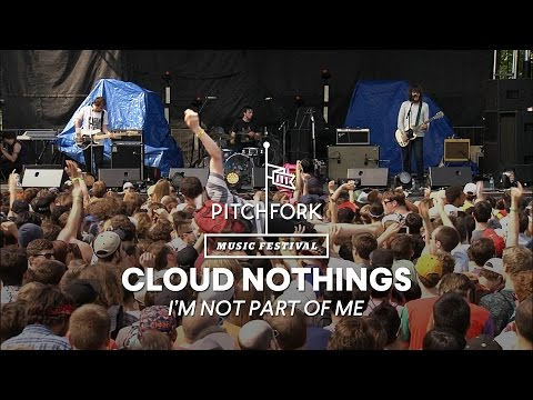 Cloud Nothings perform