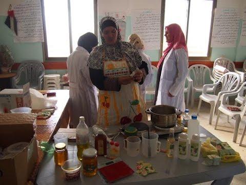 """طولكرم: كريمات طبيعية بأيادي فلسطينية في """"تنمية المرأة الريفية"""