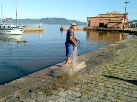 Laguna-SC, pesca com tarrafa no cais, Abr 2010 - Nº 2