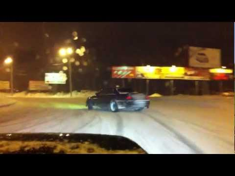 Дрифт Toyota Chaser по зимней ночной Самаре