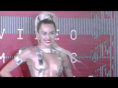 Miley Cyrus Semidesnuda vma 2015 - MTV 2015 - Performance WTF!!!