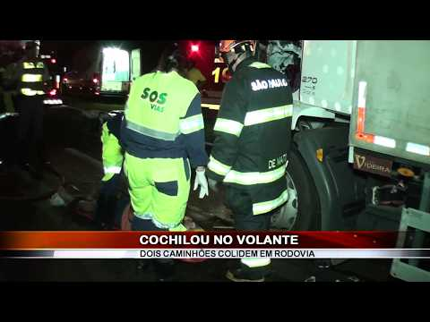 02/02/2018 - Pai e filho ficam ferido em acidente entre caminhões registrado na Rodovia Faria Lima em Bebedouro
