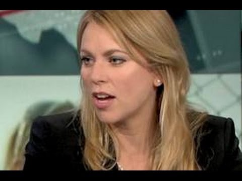 Huckabee Calls Lara Logan 'Hero Journalist' for Discredited Benghazi Report