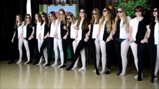 Święto Szkoły w węgorzewskim Gimnazjum im. J. A. Helwinga. W części artystycznej programu tradycyjn