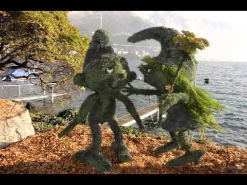 Montreux sculptures v g tales 2013 2014 les schtroumpfs youtube - Stroumph grincheux ...