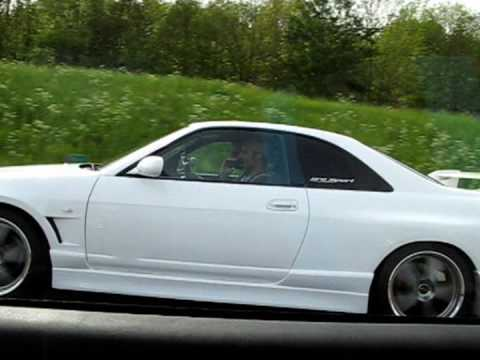 BMW M3 e36 3.2 vs tuned Nissan Skyline GTS-T R33 Widebody