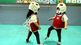 Trận đấu karate dễ thương nhất tôi từng xem :))