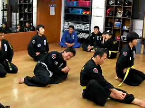 (44)Gongkwon Yusul sitting in meditation game (Korean jiu jitsu )