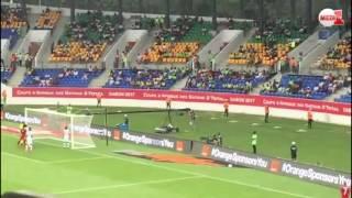 أجواء ملعب أوييم ودخول الجمهور المغربي لمؤازة -أسود الأطلس-