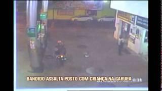 Homem assalta posto e funcion�rios dizem que ele levava crian�a em garupa de moto