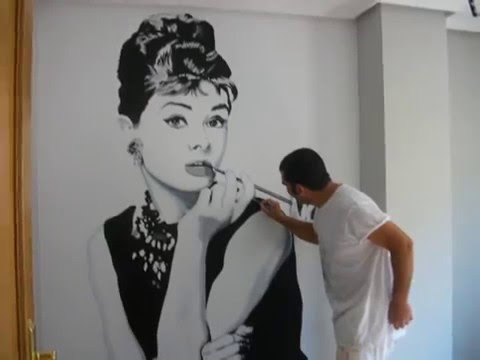Audrey hepburn mural pintado youtube for Audrey hepburn mural