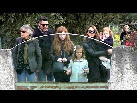 EXCLUSIVE - Jessica Alba, Cash Warren, Haven and Honor spend Quality Family Time in Paris - Part2