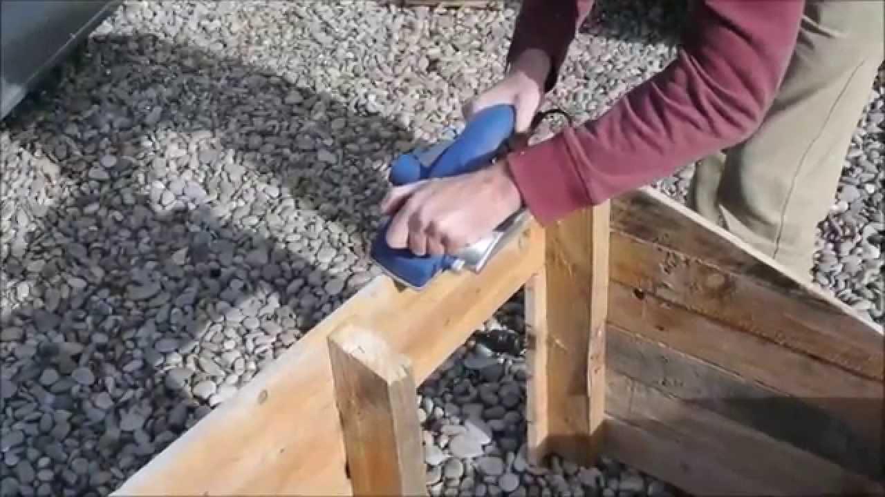 Comment faire une niche pour chien avec des palettes youtube - Comment faire des meubles avec des palettes ...