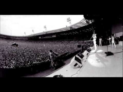 QUEEN - We will rock you / We are the champions (live at Live Aid 1985)