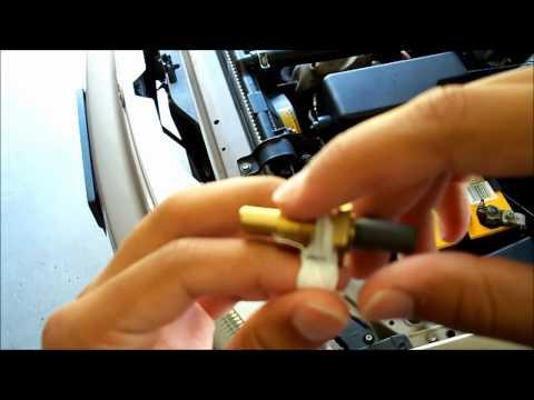 Замена датчика охлаждающей жидкости на двигателе 5S-FE