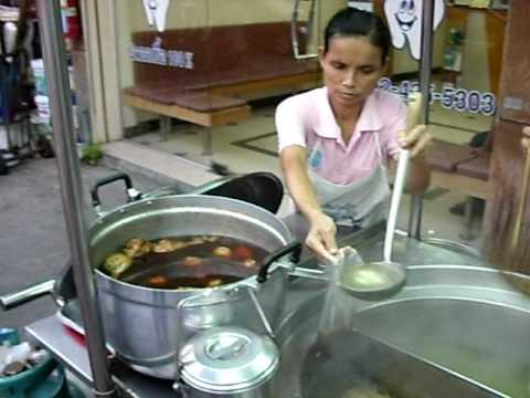 Nouilles au poulet à Bangkok