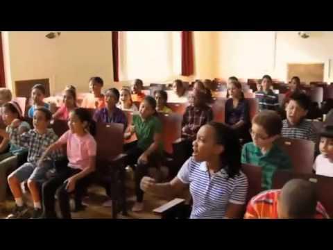 Anuncio Coca-Cola 2011 Hay razones para creer en un mundo mejor  Young People's Chorus