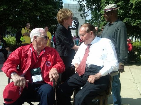 Former Senator Bob Dole at the World War II Memorial Preview
