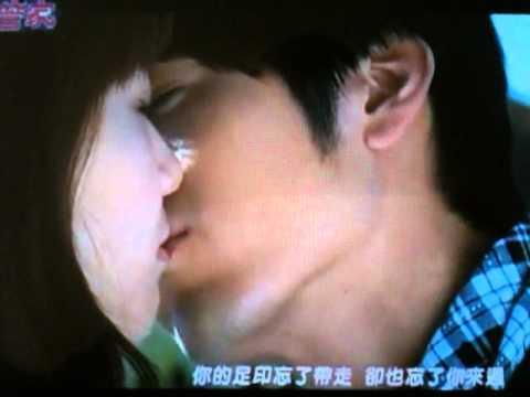 Park Shin Hye and George Hu Kiss