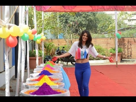 Warning Fame HOTY ' Madhurima Tuli ' Celebrate Holi with NGO Kids