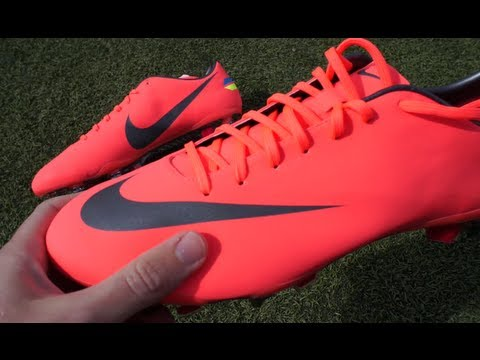 New Cristiano Ronaldo Boots 2012: Nike Mercurial Vapor VIII SG Pro Unboxing by freekickerz,