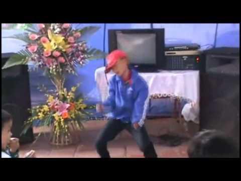 Cậu bé 8 tuổi nhảy nhạc sàn ở đám cưới  Tin, Video clip, Hình ảnh Ngôi Sao