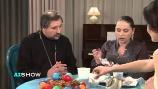 Provocare AISHOW: Pr. Ioan Ciuntu încondeiază ouă de Paști