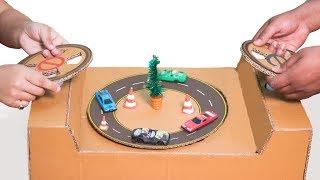 Circuito de coches de cartón