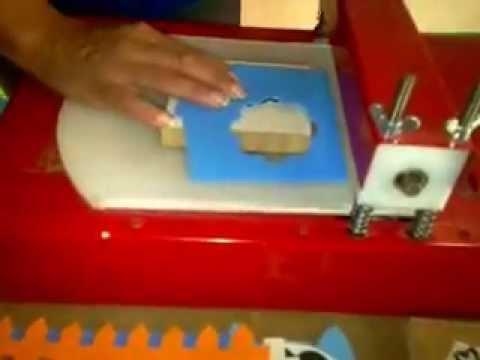 Máquina de corte e vinco cortar e.v.a Keila Menezes