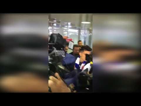 شاهد ماذا حصل لحظة وصول أشرف بنشرقي للمطار بالسعودية