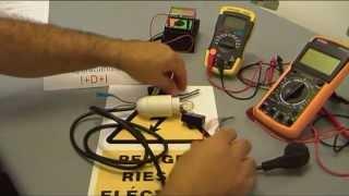 Como comprobar el condensador y el capacitador de un aire acondicionado.