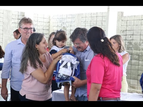 Prefeitura de Marília entrega uniformes, mochilas e estojos