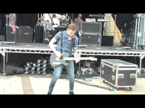 McFly; Everybody Knows &amp; Cover Medley. 12th August 2012 - Rhyl. Front Row, HD.