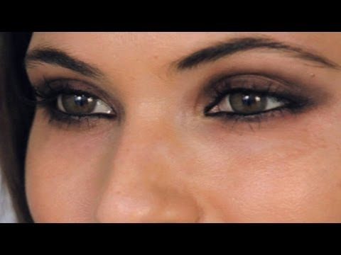 Celebrity Look: Selena Gomez Makeup Tutorial / Eyes