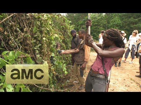 (SPOILERS) Making of Episode 404 The Walking Dead: Indifference, The cast and crew take you behind the scenes of the making of the kudzu scene.