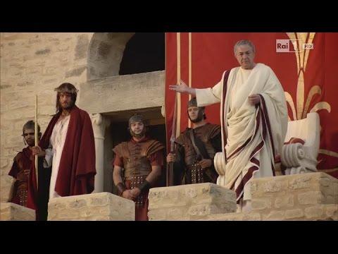 15 Đức Chúa Giêsu chịu đánh đòn
