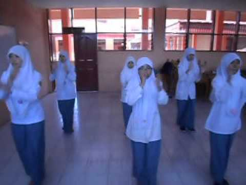 Tari Panen (exercise) by siswi SMKN 2 Bukittinggi