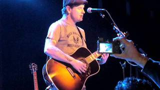 "Corey Taylor ""calls out"" girl singing Bother @ 6:40 Dying / Bother  accoustic Live in Baltimore"