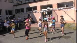 Występy taneczne dzieci ze szkolnej świetlicy podczas pikniku rodzinnego - 13.06.2015