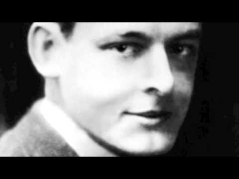 understanding alfred prufrock in the love song of j alfred prufrock by t s eliot There are many themes within the love song of j alfred prufrock, written by ts eliot – most of these themes are associated with specific verses or rhetoric.