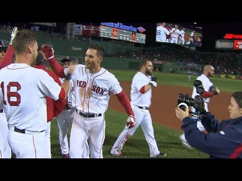 CIN@BOS: Red Sox walk off on Sizemore's single