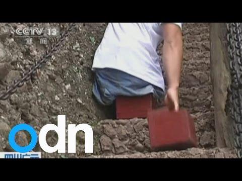 Човек без нозе се искачи на најопасната планина во Кина